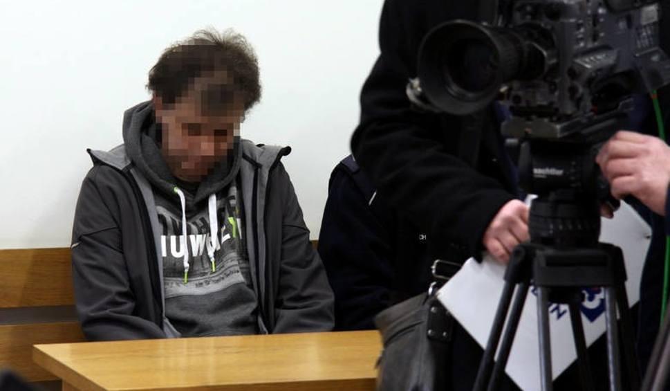 Film do artykułu: Byli policjanci skazani na więzienie za rażenie zatrzymanego paralizatorem
