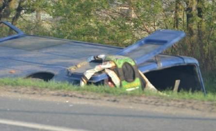 Jeden z pasażerów zginął na miejscu, drugi trafił do szpitala