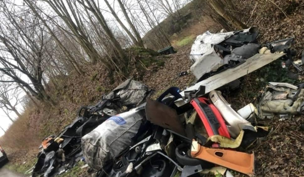 Film do artykułu: Nielegalne wysypiska w gminach Sławno i Postomino. W pomorskich lasach straszą góry śmieci [zdjęcia, wideo].
