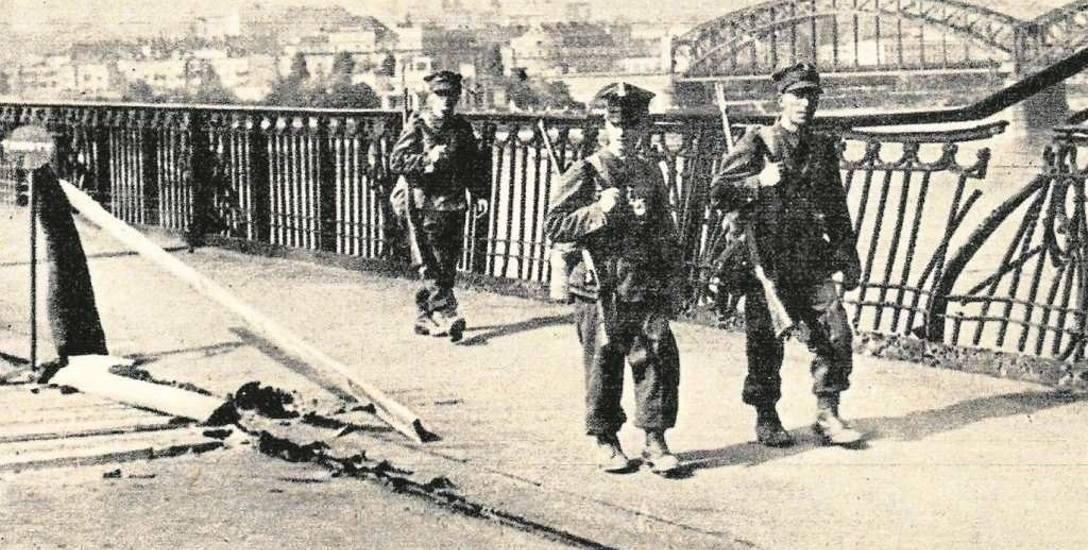 Patrol wojskowy na moście Poniatowskiego