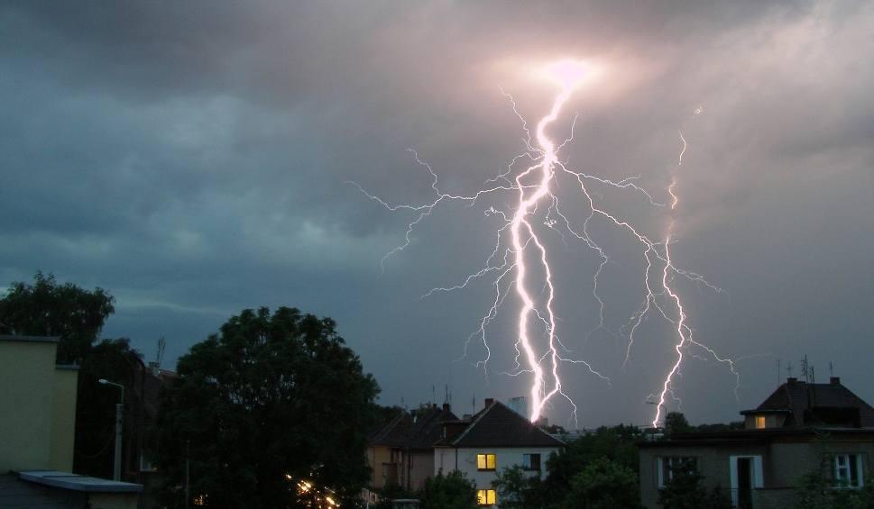 Film do artykułu: Gdzie jest burza - OPOLSKIE I OPOLE. Ostrzeżenie przed burzami i gradobiciem [10.06.2018]