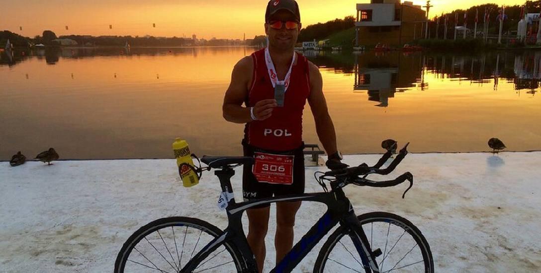 Kuba Napiórkowski już po morderczych zawodach. Ma za sobą 226 km i ósme miejsce w swojej kategorii wiekowej.