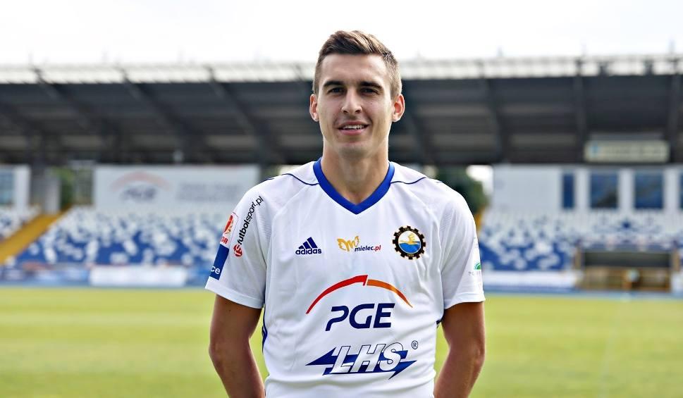 Film do artykułu: Stal Mielec ma nowego zawodnika. To 25-letni Marcel Gąsior, który jest środkowym pomocnikiem