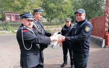 Strażakom z Ukrainy przyda się każdy sprzęt, także używany, od pasów i węży po ubrania i samochody.