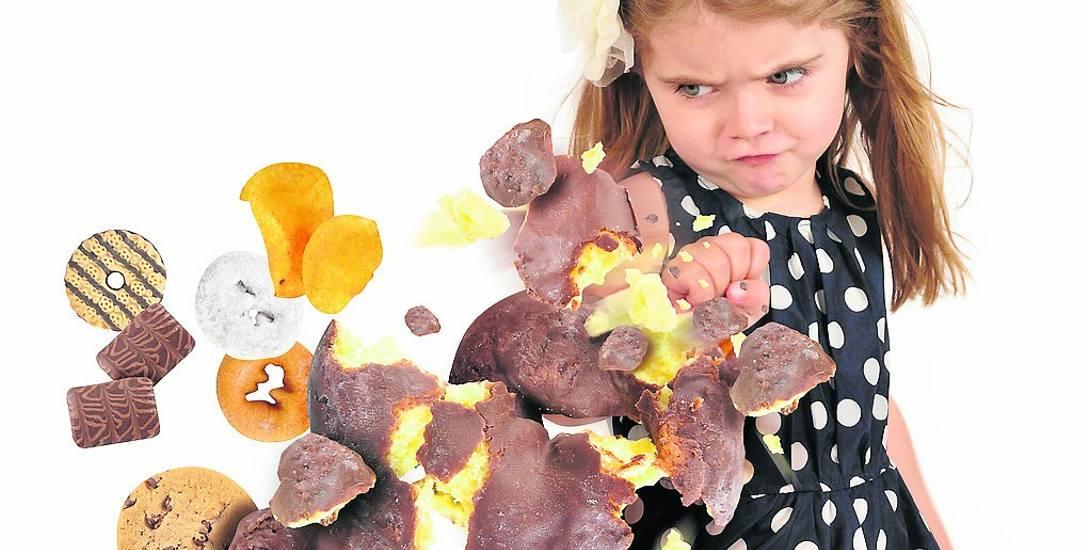 Na negatywne skutki nadużywania cukru najbardziej narażone są małe dzieci i młodzież