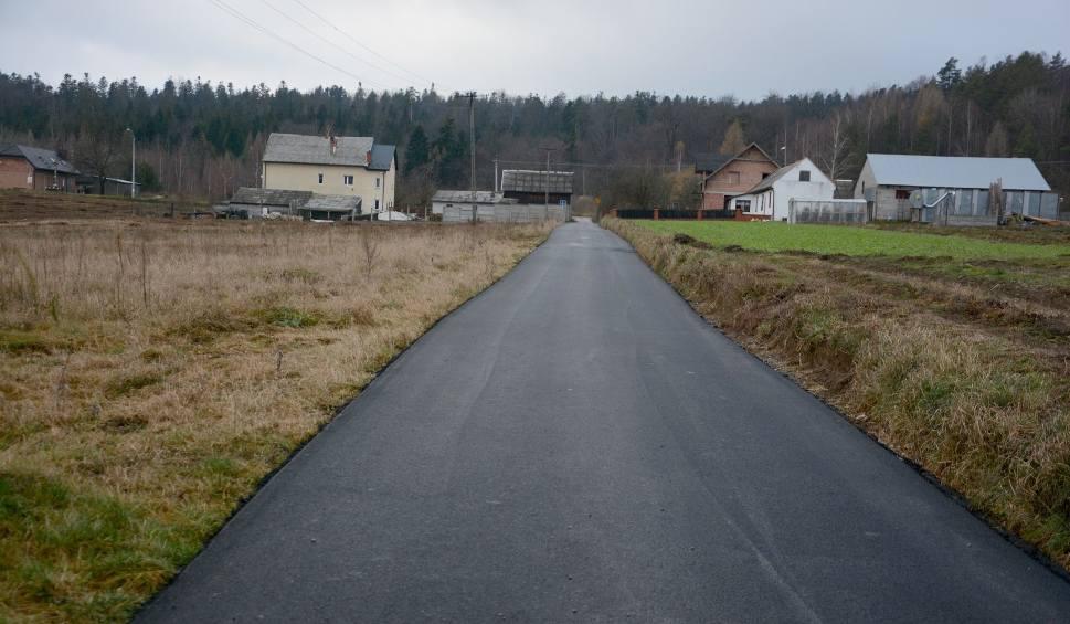 Film do artykułu: Remonty czterech dróg w gminie Daleszyce są już na finiszu