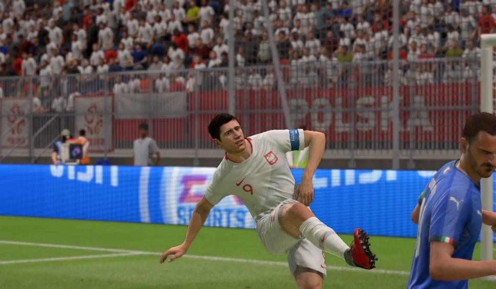 Film do artykułu: POLSKA - WŁOCHY. SYMULACJA FIFA 19. Lewandowski chciał trafić kibica i bajeczna technika Belottiego