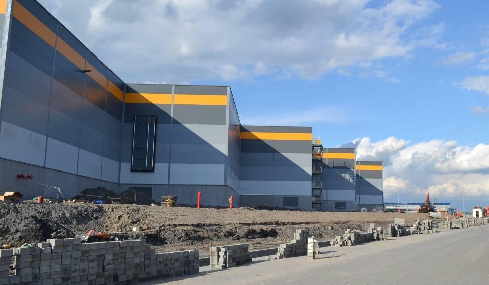 Film do artykułu: Amazon w Sosnowcu: Ogromne hale na obuwie i odzież już stoją ZOBACZ ZDJĘCIA