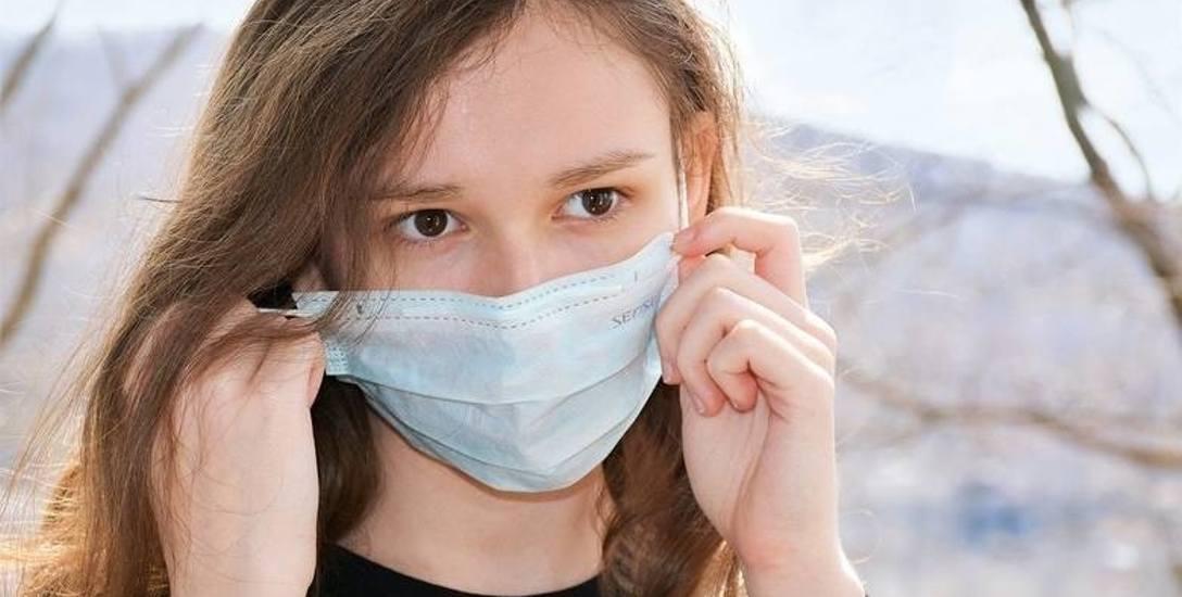 Epidemia się nie skończyła. Jak bezpiecznie przeżyć wakacje - radzi Sanepid