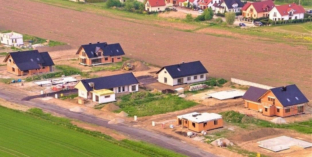 Osiedle na Zamłyniu w Nysie, wybudowane w ramach programu Działki dla młodych.