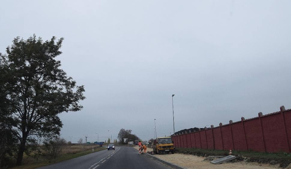 Film do artykułu: Stargard. Budowa ścieżki rowerowej w Kluczewie. Przestanie się nagle urywać