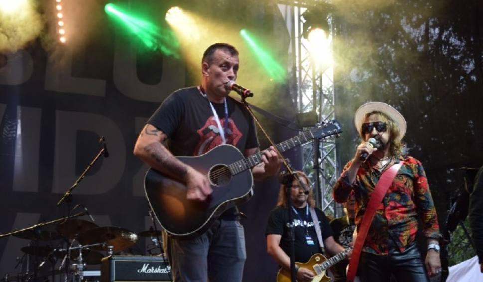 Film do artykułu: Legendarni gitarzyści zagrali na festiwalu Rockblu. Świetna muzyka, pyszne jedzenie i wyśmienita zabawa w Przywidzu [zdjęcia, wideo]