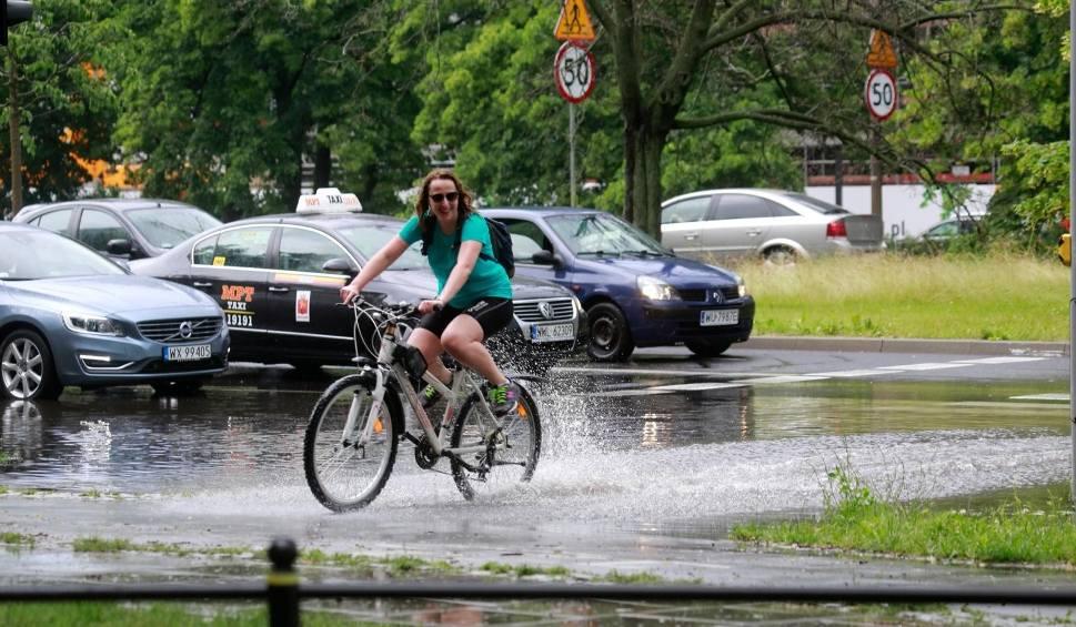 Film do artykułu: Koniec tropikalnego lata. Nadciąga załamanie pogody. Będzie padało, lało i grzmiało, ale wciąż bardzo ciepło