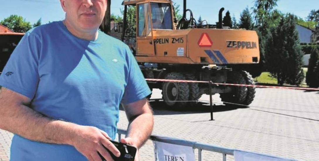 - Chciałem ten problem załatwić już kilka lat temu - tłumaczy pan Marian, właściciel części parkingu pod urzędem gminy