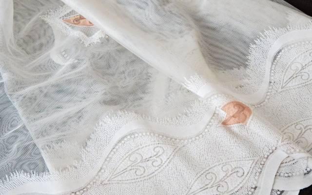 Popularny żakard to wytrzymała i niewymagająca prasowania tkanina.