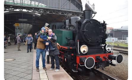 Po Wrocławiu jeździ pociąg retro. Dworzec Główny przeniósł się w czasie (ZDJĘCIA)