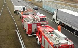 Wypadek na A2 koło Łowicza. Trzech mieszkańców Łodzi trafiło do szpitala
