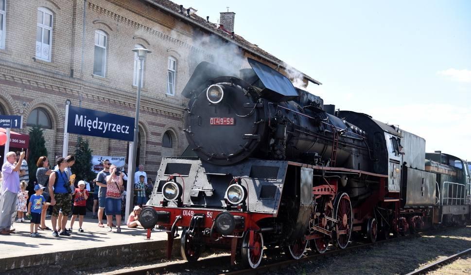 Film do artykułu: VI Parada Lokomotyw - Międzyrzecz 2019! Dworzec znów zatętnił kolejowym życiem. Zobaczcie te przepiękne kolosy!