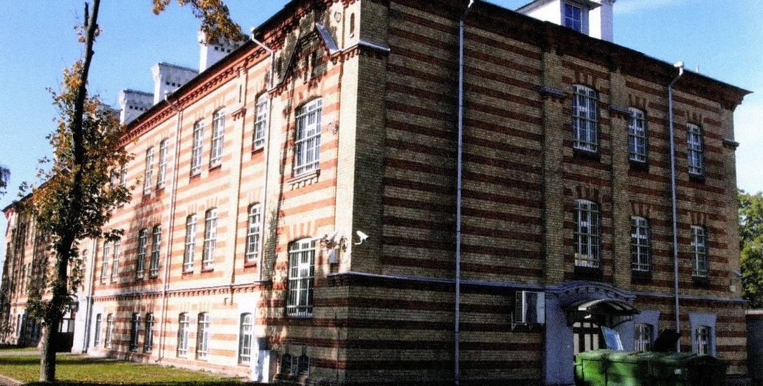 Tak wygląda budynek koszarowy nr 5 na terenie obecnej siedziby podlaskiego oddziału Straży Granicznej przy ul. Bema 100. Przed laty mieściła się tu stołówka