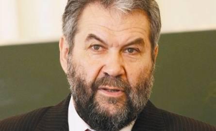 Profesor Jerzy Nikitorowicz,  rektor Uniwersytetu w Białymstoku, przewodniczący Rady Programu Stypendialnego WidokW tych czasach, gdy bardzo często młodym