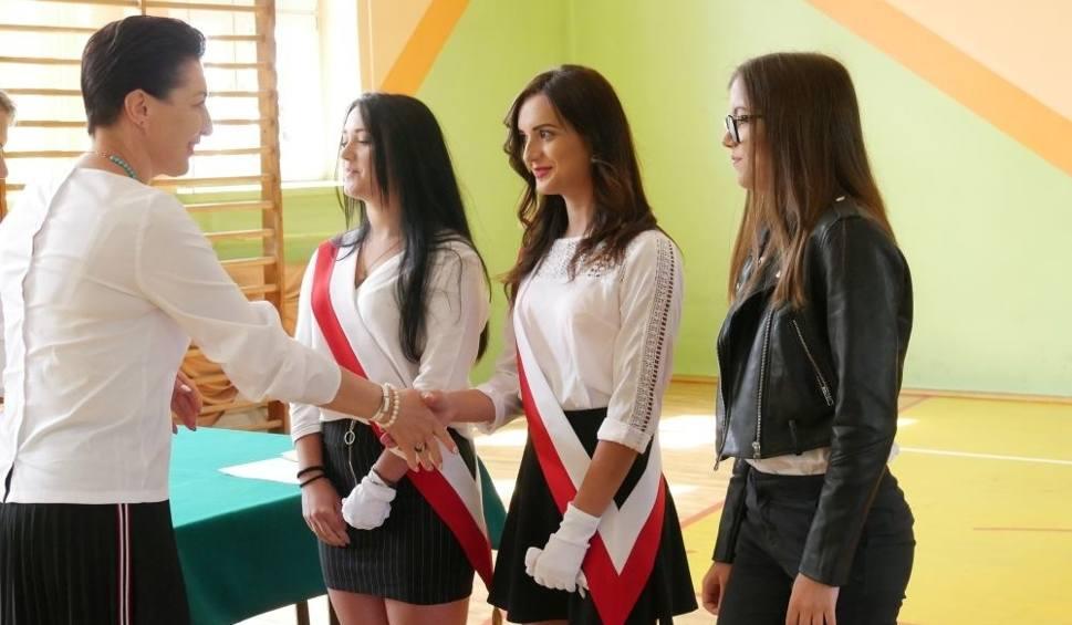 Film do artykułu: W kozienickich szkołach odbyły się uroczystości związane z zakończeniem roku szkolnego