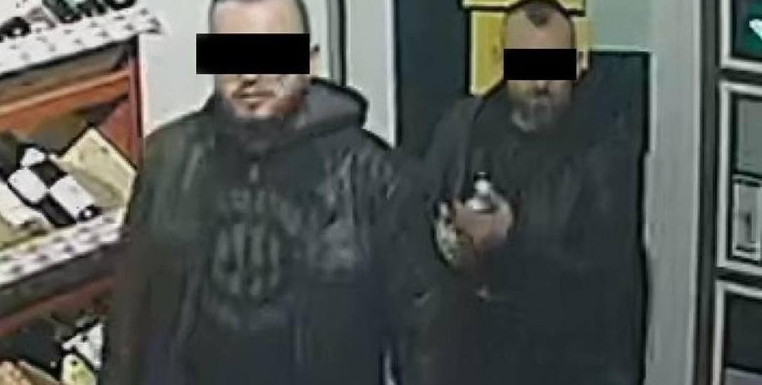 Do ataku nożem na dwóch 27-latków doszło w centrum Rzeszowa, na ul. Jagiellońskiej. Policja poszukiwała dwóch mężczyzn. Udało się ich szybko zatrzymać