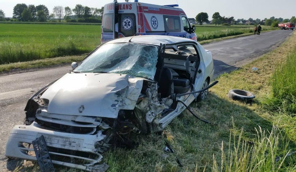 Film do artykułu: Wypadek w Rozmierce pod Strzelcami Opolskimi. 41-latek trafił do szpitala