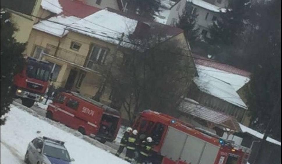 Film do artykułu: Pożar w domu wielorodzinnym w Strzyżowie przy ulicy Daszyńskiego [ZDJĘCIE INTERNAUTY]