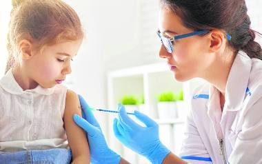 Większość szczepionek podaje się domięśniowo. Istnieją jednak i takie, które należy wypić