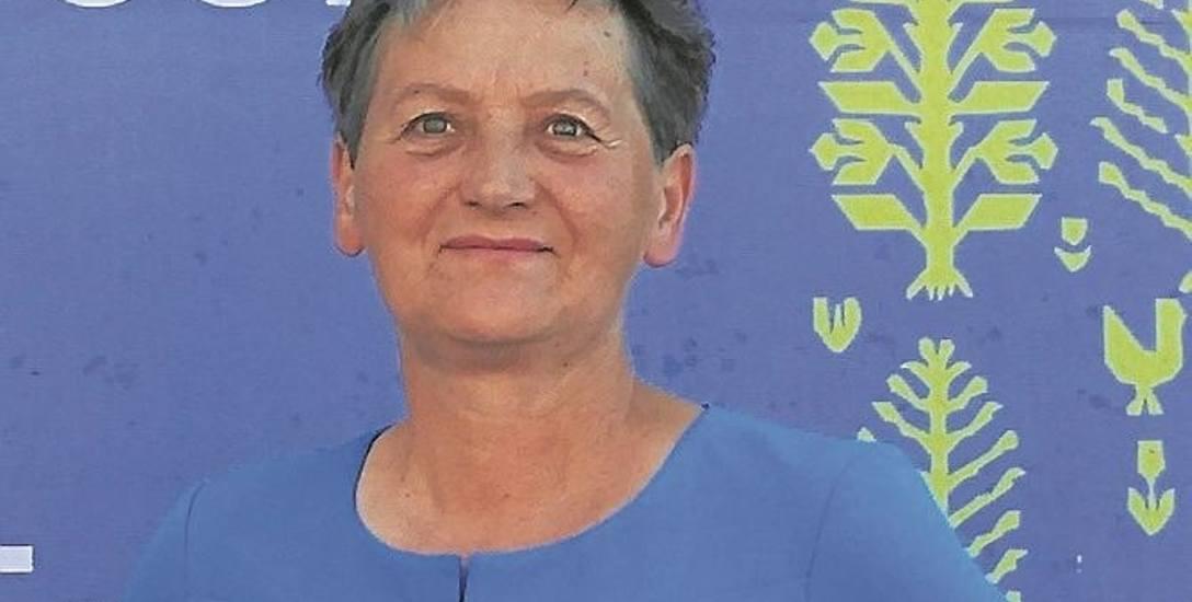 Danuta Radulska janowską tkaniną dwuosnowową zajmuje się od 1989 roku. Mieszka w Wasilówce (gm. Janów)