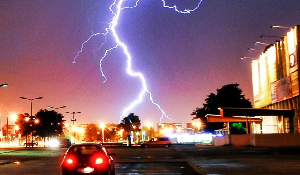Film do artykułu: Pogoda: IMGW ostrzega. Nadchodzą burze z gradem