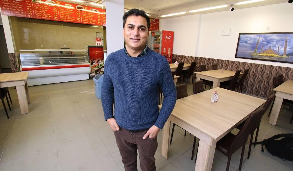 Film do artykułu: Znana hiszpańska sieciówka otwiera się w Kielcach. Przy ulicy Paderewskiego powstaje Chaska Kebab & Grill