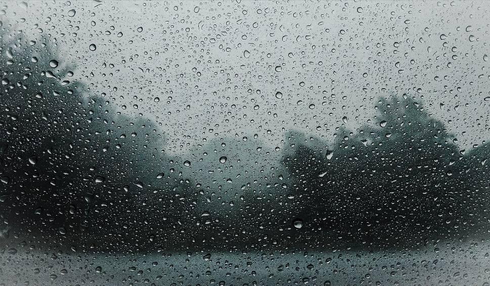 Film do artykułu: Uwaga! Dziś w Świętokrzyskiem burze, deszcz i wiatr. Jest ostrzeżenie. Znamy pogodę na majówkę