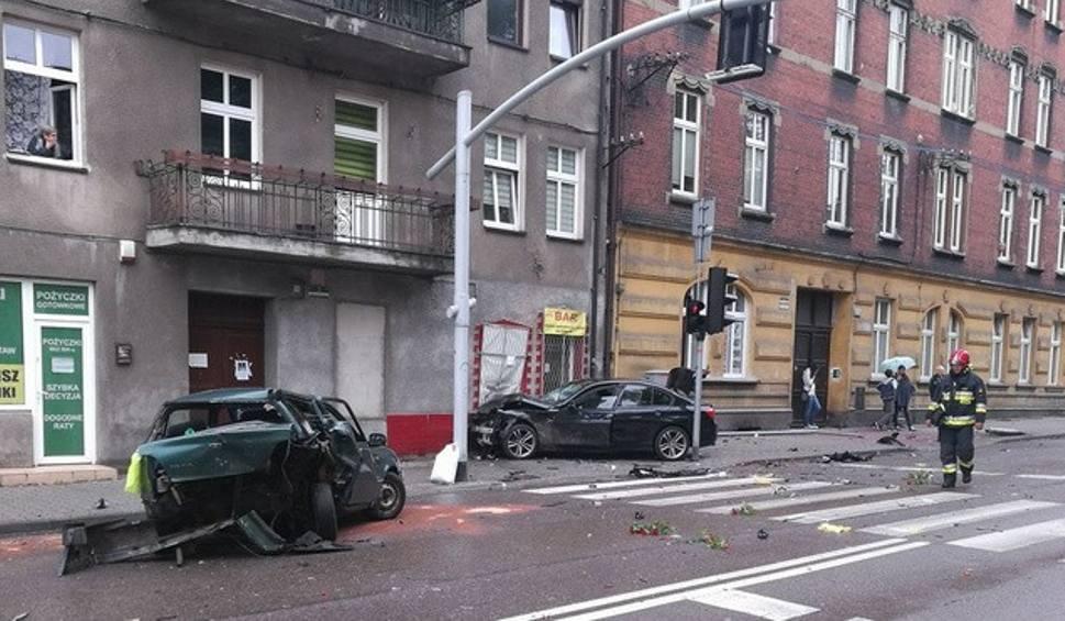 Film do artykułu: Pijany kierowca staranował stragany i trzy samochody ZDJĘCIA