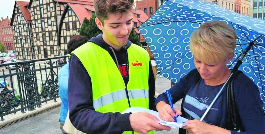 Pod obywatelskim projektem ustawy  projektu ustawy ograniczającej handel w niedziele   związkowcy z Solidarności zbierali podpisy, m.in. w Bydgoszcz