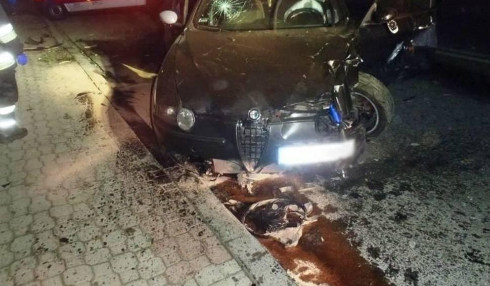 Film do artykułu: Stary Sącz. Samochód wypadł z drogi i uderzył w płot. Podróżujący mieli szczęście [ZDJĘCIA]
