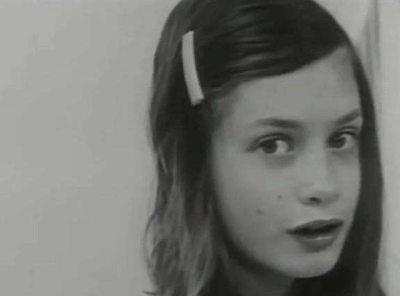 Genie urodziła się 18 kwietnia 1957 roku.