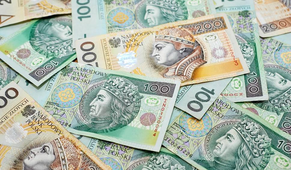 Film do artykułu: Płaca minimalna wyniesie 4 tys. złotych? Ekonomista komentuje propozycję PiS