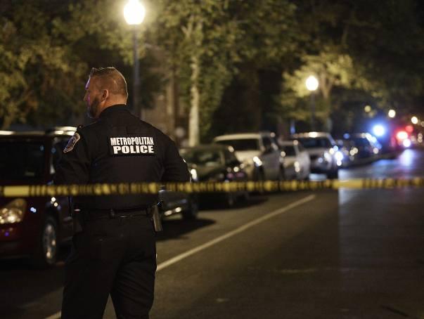 Policja zabezpiecza miejsce strzelaniny w Waszyngtonie