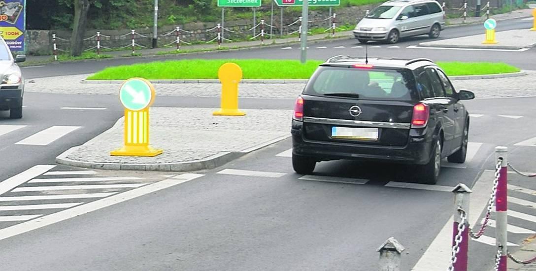 Rondo na skrzyżowaniu ulic Spokojnej, Bema, Bogusława IV i Różanej powstało w połowie ubiegłego roku. Będzie upamiętniać pionierów Stargardu, którzy