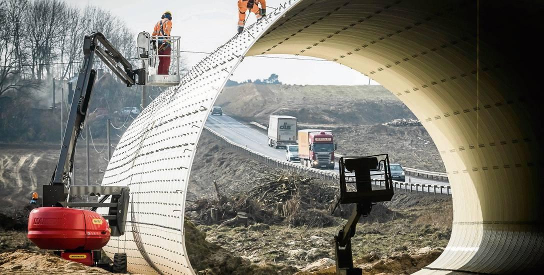 Zakończenie budowy drogi ekspresowej S5 na odcinku: Szubin - Jaroszewo przez Żnin będzie opóźnione o 14 miesięcy