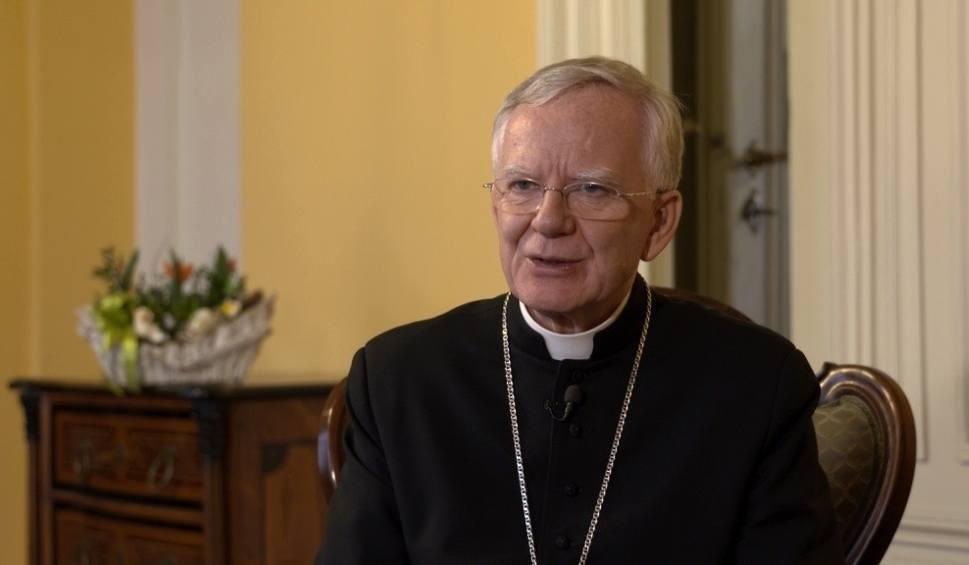 Film do artykułu: 45 lat kapłaństwa Marka Jędraszewskiego. Jak wygladał za młodu?