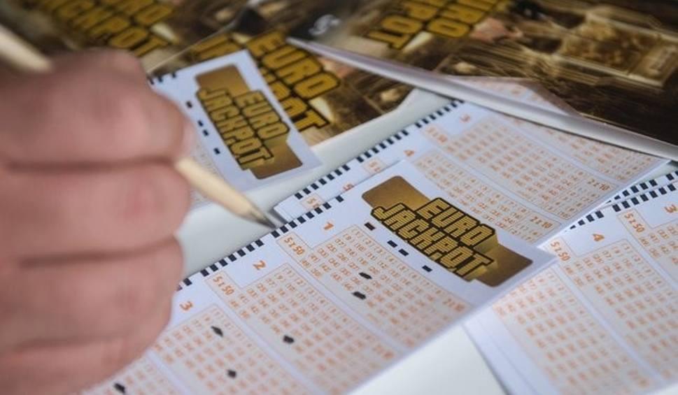 Film do artykułu: Eurojackpot. Znów kolejne wygrane w Polsce [wyniki z 26 października 2018]