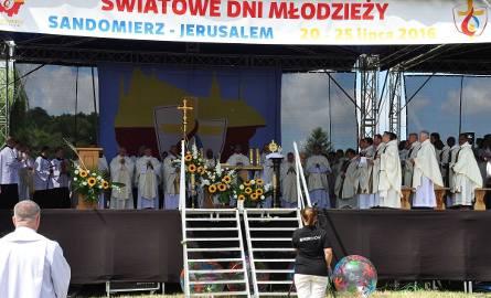 Światowe Dni Młodzieży 2016. Uroczysta Msza na sandomierskich Błoniach [GALERIA ZDJĘĆ]
