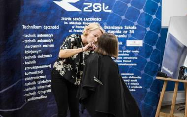Uczennice Zespołu Szkół Łączności ścięły włosy, by pomóc osobom chorym na raka