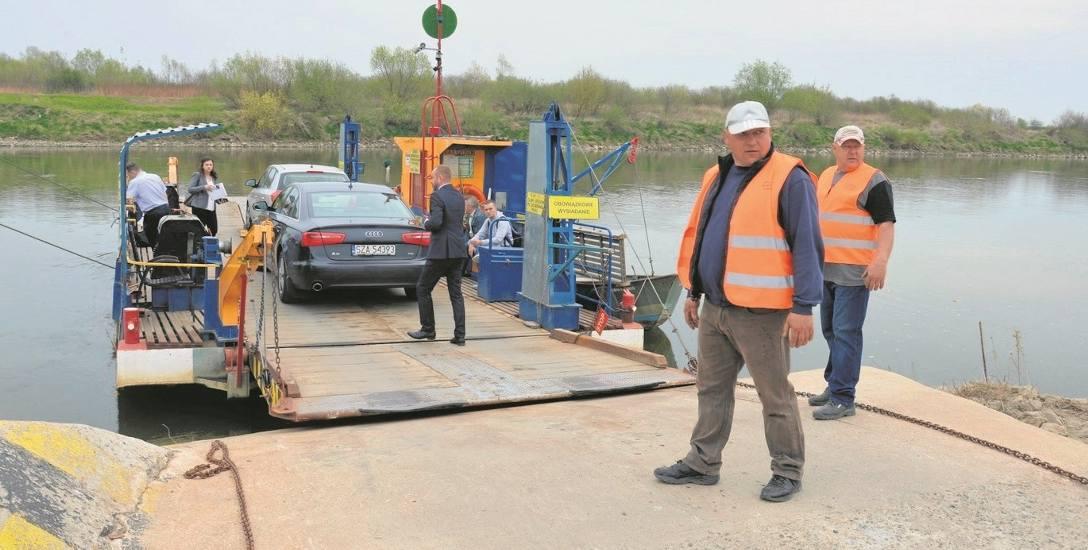 Między Borusową a Nowym Korczynem kursuje na razie prom. Jednorazowo może zabrać na pokład jedynie trzy pojazdy