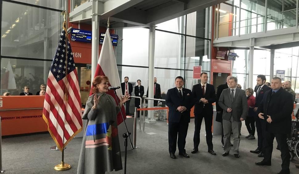 Film do artykułu: Do USA bez wiz. Ambasador Stanów Zjednoczonych Georgette Mosbacher spotkała się z podróżnymi na Lotnisku Chopina