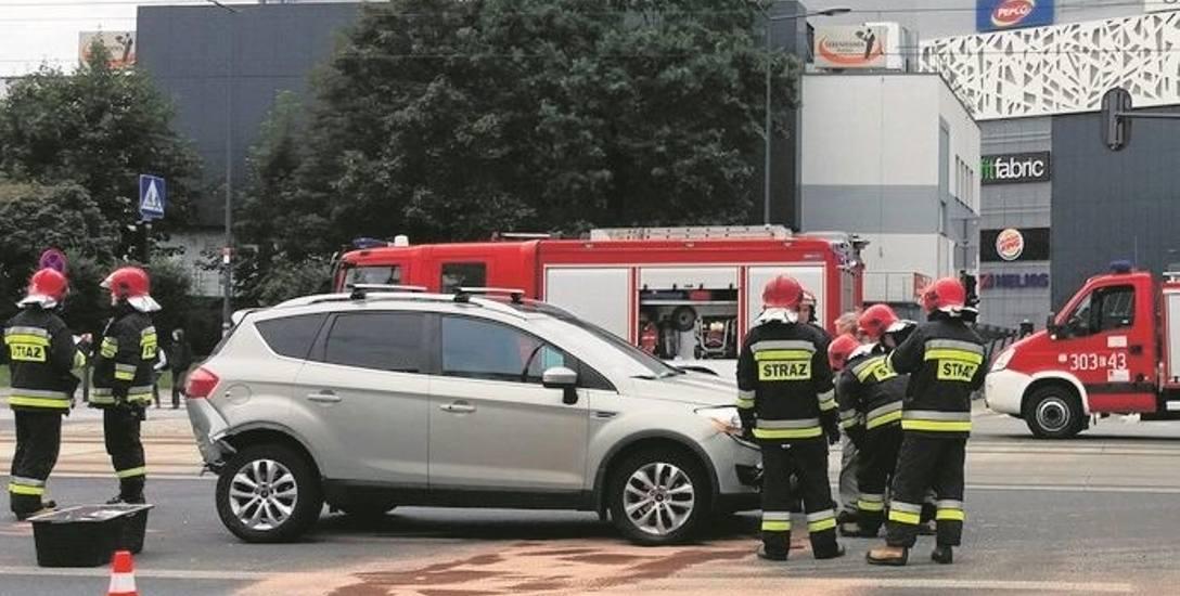 Powalone słupy  4 osoby ranne