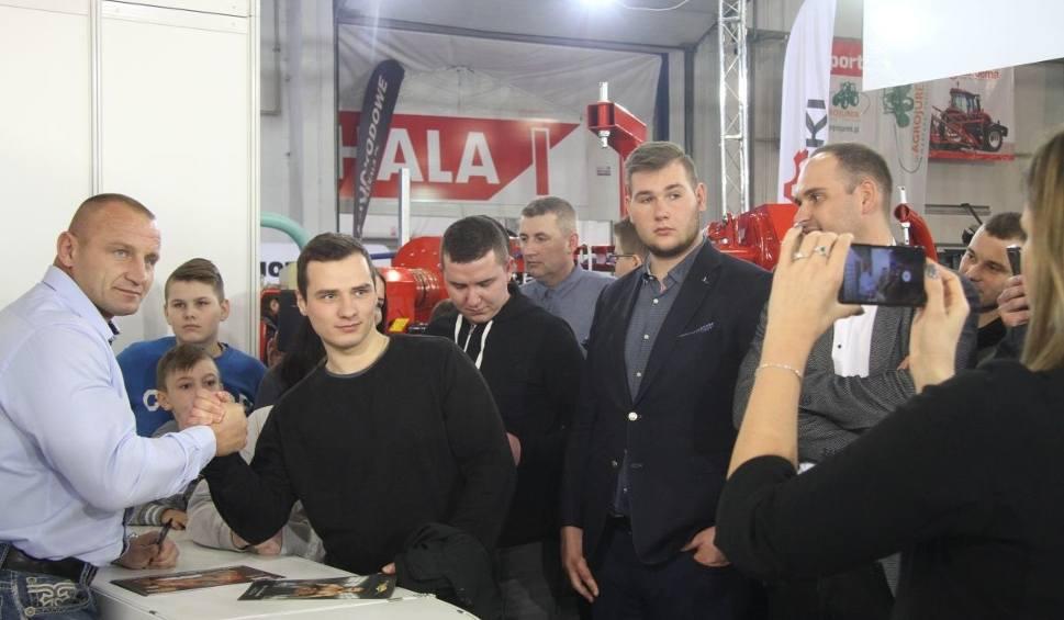 Film do artykułu: Mariusz Pudzianowski na targach AGROTECH w Kielcach. Przyciągnął tłumy