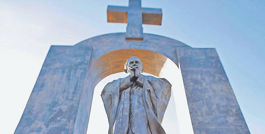 Pomnik Jana Pawła we Francji: może tu zostać, ale bez krzyża